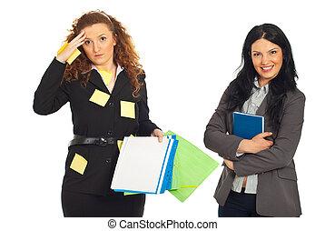 organisé, désorganisé, femmes affaires