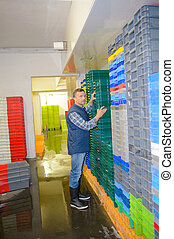 organisieren, arbeiter, stapel, behälter, plastik