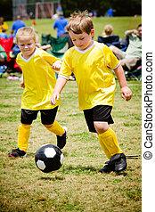 organizado, crianças, juventude, jogo, futebol, tocando