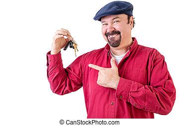 orgulhoso, homem apontando, para, seu, carro novo, teclas
