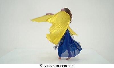 orientalny, kostium, blondynka, skrzydełka, taniec, dziewczyna, taniec, brzuch