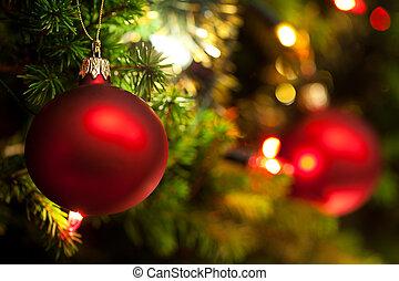 ornamento de navidad, con, encendido, árbol, en, plano de...