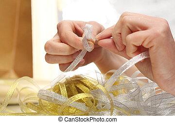 oro, argento, nastro, a, decorare, regalo