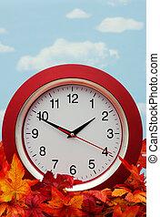 orologio, su, fogli caduta