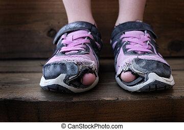 orteils, vieux, chaussures, trous, porté, sdf, enfant, dehors