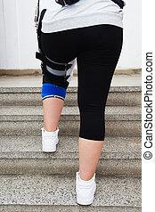 Orthopedic adjustable brace.