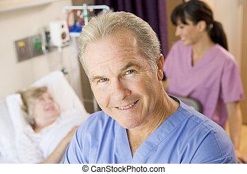 orvos, álló, alatt, türelmes, szoba, átvizsgálás, feláll, képben látható, türelmes