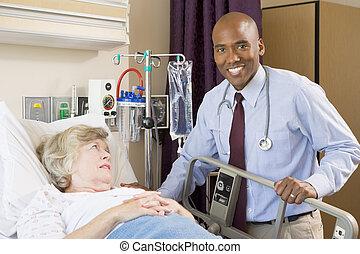 orvos, átvizsgálás, feláll, képben látható, türelmes, elterül kórház ágy