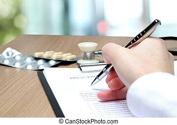 orvos, alatt, egy, fehér, labcoat, írás, ki, rx, recept