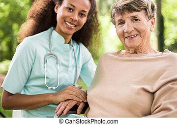 orvos türelmes, képben látható, tolószék