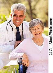 orvosi doktor, és, öregedő, türelmes