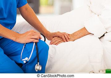 orvosi doktor, idősebb ember, türelmes