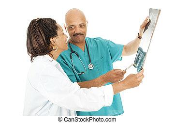 orvosok, áttekint, röntgensugár következik