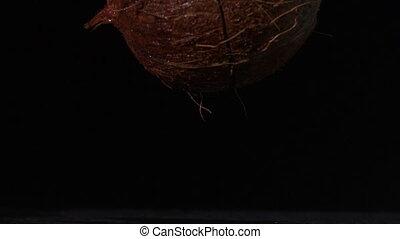 orzech kokosowy, spadanie, i, rozszczepiając, na, bl