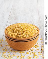 orzo, de madera, (risoni), encima de cierre, bowl., crudo, pastas