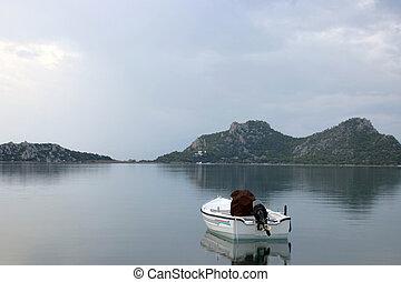 osamělý, člun