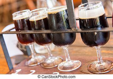oscuridad, cerveza, saboreo