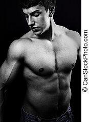 oscuridad, joven, muscular, hombre