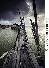 oscuridad, neumático, de madera, embarcadero, agua, nube, dramático, pescador, motocicleta, mar, onda, durante, salida del sol