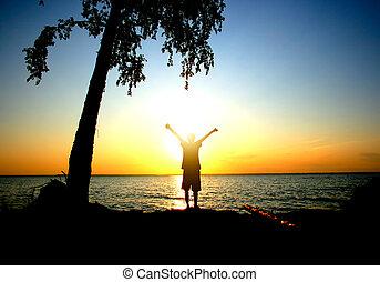 osoba, zachód słońca, szczęśliwy