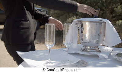 osoba, zsyp szampan, do, szkło