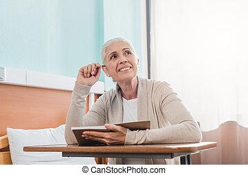ospedale, donna, anziano, quaderno
