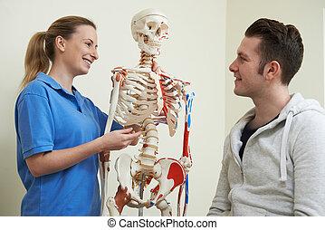osteopath, het bespreken, letsel, met, patiënt, gebruik, skelet