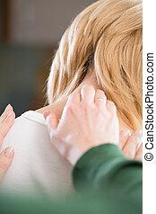 osteopath, het vergasten, pijnlijk, hals