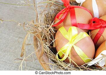 ostereier, mit, bänder, in, gras, nest