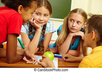 osztálytársak, beszélgető