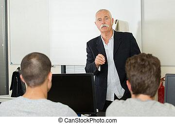 osztályterem, izbogis, csoport, diákok, egyetemi tanár, modern