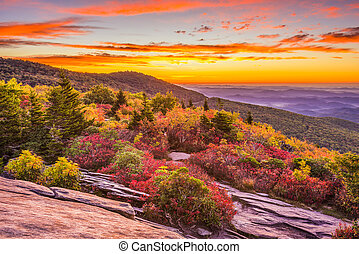 otoño, amanecer, en, montañas azules arista
