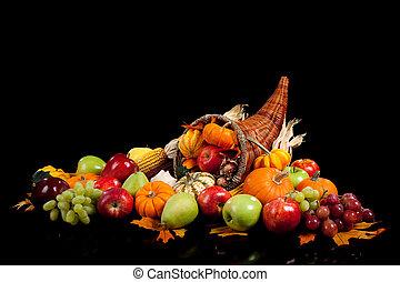 otoño, arreglo, de, frutas y vehículos, en, un, cornucopia