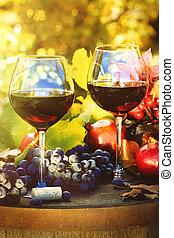 otoño, escena, con, copas de vino tinto, y, uvas