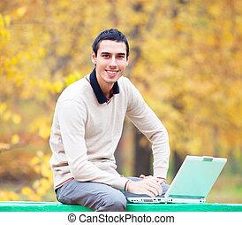 otoño, programador, cuaderno, parque, sentado