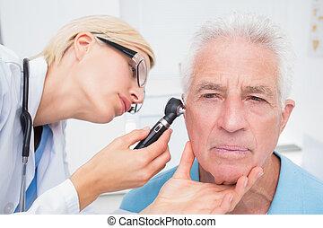 otoscope, 檢查, 醫生, 病人, 年長者, 耳朵