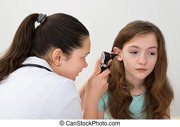 otoscope, examiner, oreille, patient, docteur