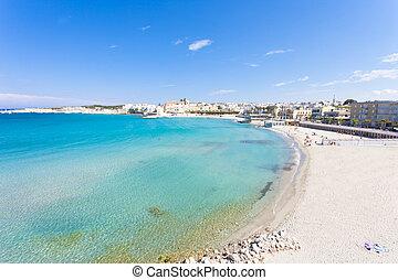 otranto, apulia, -, entspannend, an, der, schöne , sandstrand, bucht, von, otranto, in, italien