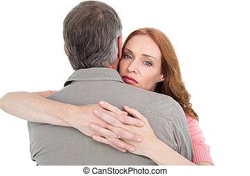 otro, pareja hugging, cada, casual