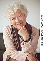 otthon, senior woman, closeup, boldog