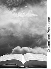 otwarta biblia, z, niebo