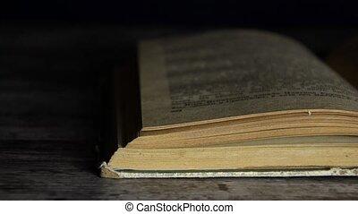 otwarta książka, stary