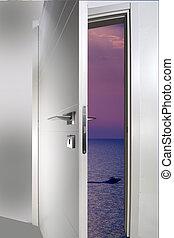 otwarte drzwi, morze
