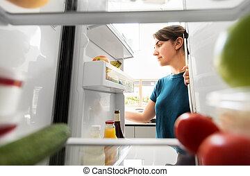 otwarty, dom, kobieta, kuchnia, lodówka