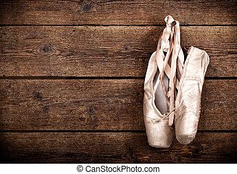 oud, gebruikt, roze, ballet schoenen, hangend