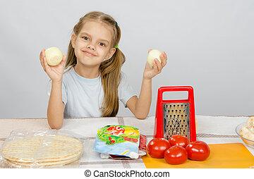 oud, groentes, zes, vasthouden, jaar, plezier, tafel, meisje, hebben, keuken