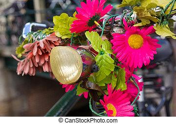 oud, hollandse, fiets, verfraaide, met, bloemen