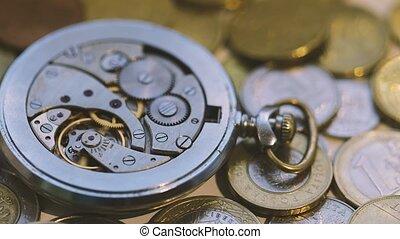 oud, horloge, op, mechanisme, afsluiten