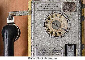 oud, sovjet, telefoon, payphone, met, een, schijf, dialer, roepen, bijzondere , diensten, retro, dichtbegroeid boven
