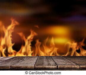 oud, wooden table, met, vlammen, op achtergrond